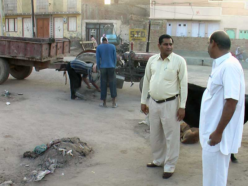 Bikaner Municipal Chairman Maqsood Ahmed inspecting  cleaning work on the occasion of Diwali