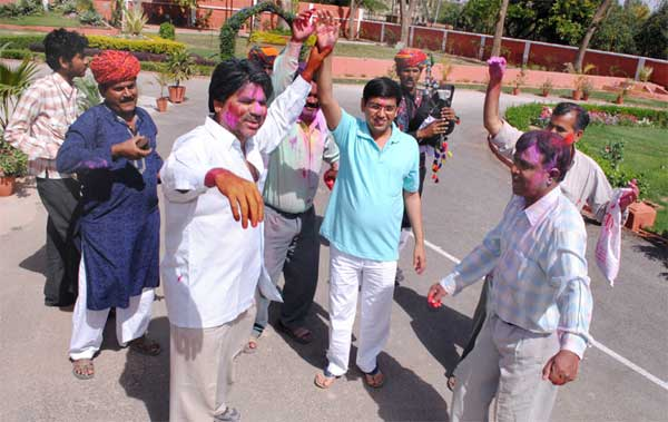 Holi celebration in PIC Ц Folks during Holi Firing at Joshiwara, Bikaner