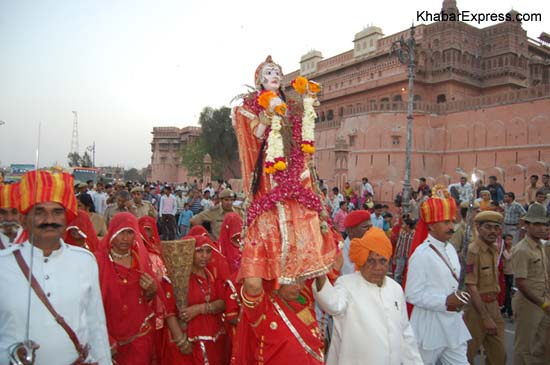 Gangaur (Gavarja) with royal troup during Journey from Jungarh fort to Chautina Well at Bikaner