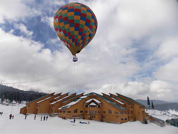Hot Air Ballooning at Gulmar Sky by Rohitasv Bissa and Team