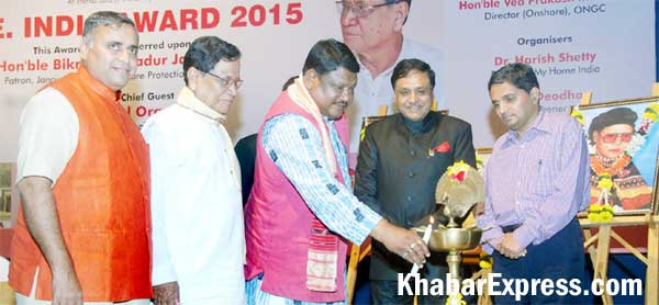 Jual Oram lighting the lamp at 6th ONE India Award 2015