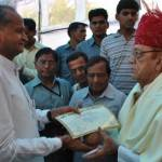 CM Gehlot Presents UIT Plot Papers to Freedom Fighter