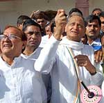 CM Ashok Gahlot enjoying kite flying in Bikaner and wishing Bikaneries on Akshay Tritiya