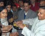 Bhawanishankar Sharma distributing sweets on Ashok Gahlot became CM