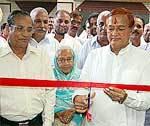 Dr B D Kalla inaugurating Shri Shyam jewelers - jewellery showroom at Khajanchi Market, Bikaner