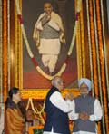 The Prime Minister, Dr. Manmohan Singh after paying homage to late Sardar Vallabhbhai Patel on the o