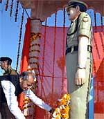 CM Ashokg Gehlot paying floral tribute to martyar Ram Singh Kaswa at Didwana, Nagaur