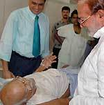 Dr B D Kalla asking about heath of freedom fighter Ram Nayaran Sharma at PBM Hospital, Bikaner