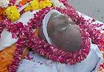 Moist eyes gave a final farewell to freedom fighter Ramnarayan Sharma