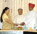 CM Raje and Bainsla exchaning the pact Documents