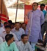 Bikaner BJP president Shashi Sharma addressing in a Dharna against price rise