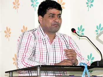 Editor of KhabarExpress.com addresses to students at Marudahra Engineering College