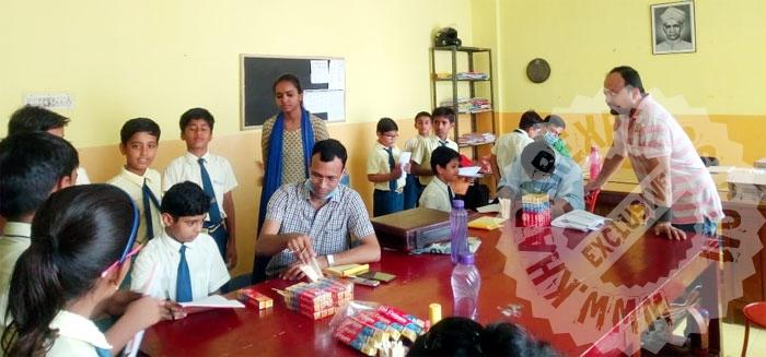 300 बच्चो का दन्त परीक्षण, टूथपेस्ट, ब्रश वितरित