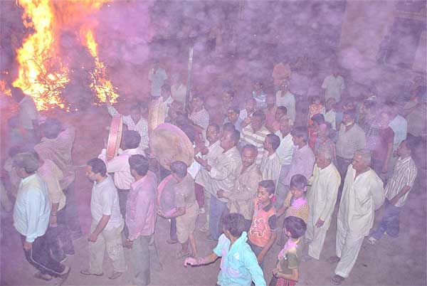 Holi celebration in PIC � Folks during Holi Firing at Joshiwara, Bikaner